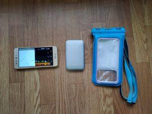 Deeper魚群探知機、モバイルバッテリー、スマホケース